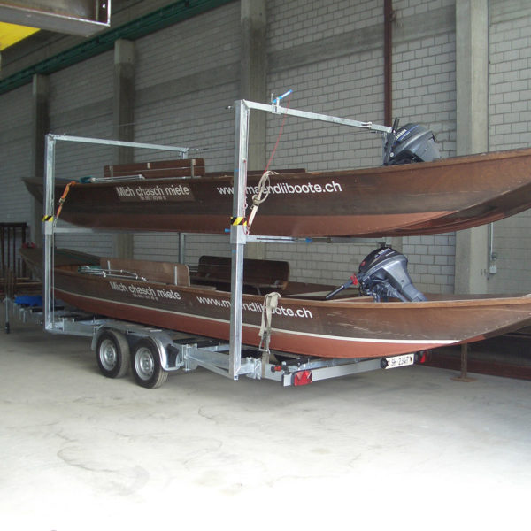 Boote auf Anhänger in Halle