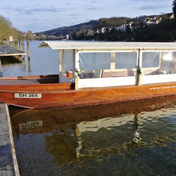 Taxiboot auf Rhein
