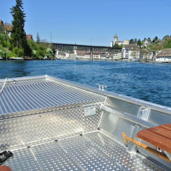Aluboot vorne auf Rhein Munot